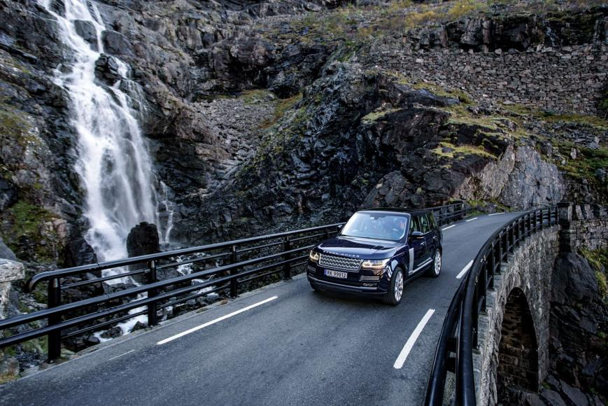 nowegian-landscape-and-a-range-rover-8