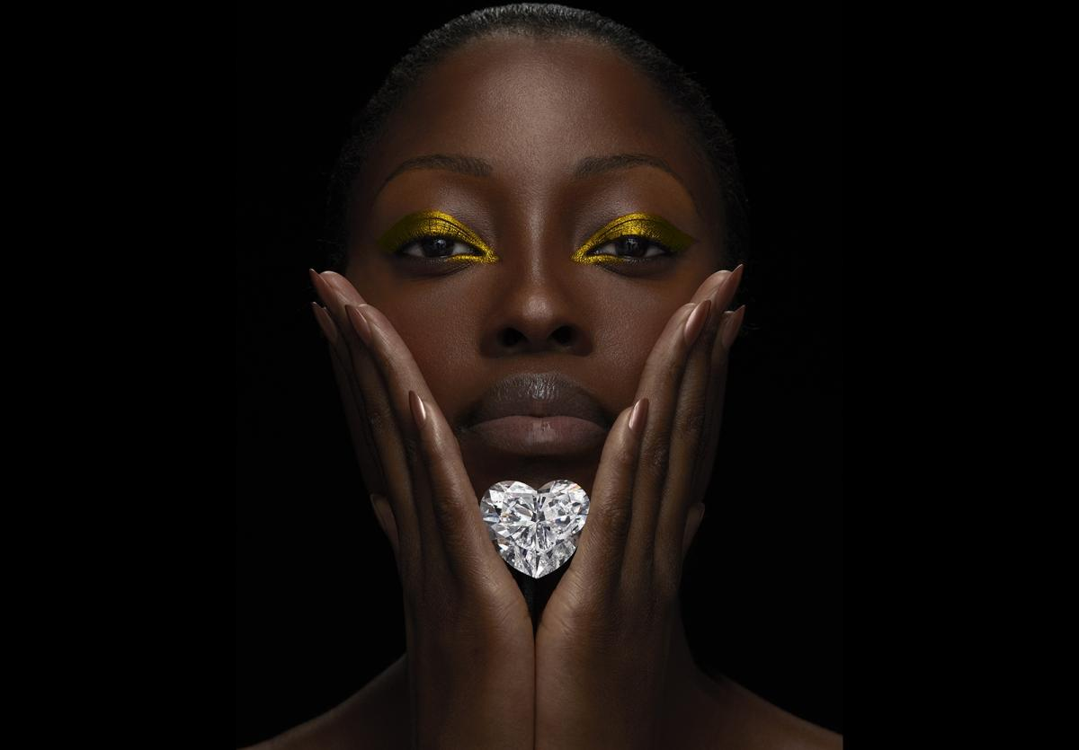 worlds-largest-flawless-heart-shaped-diamond-1