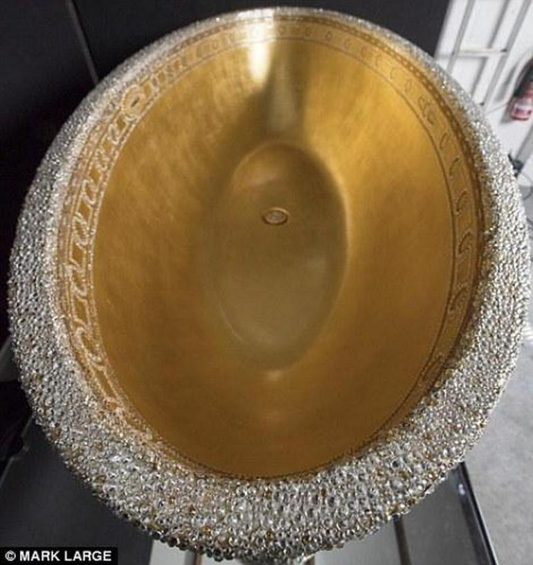 gold-crystal-bathtub-7