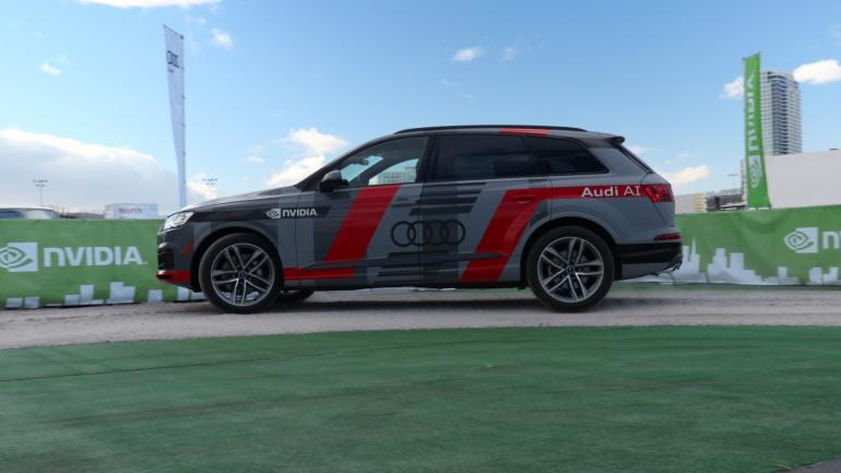 small-613-audi-q7-piloted-driving-concept