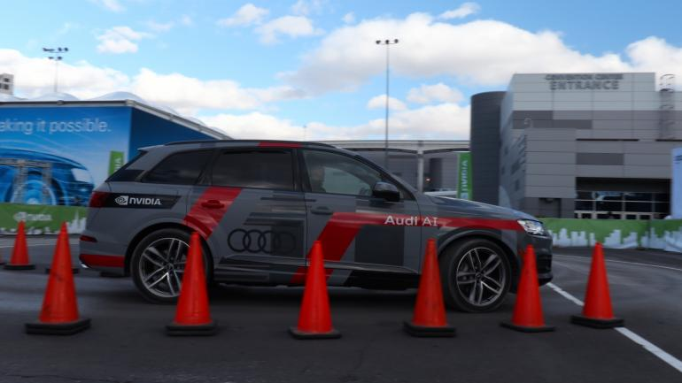 small-614-audi-q7-piloted-driving-concept