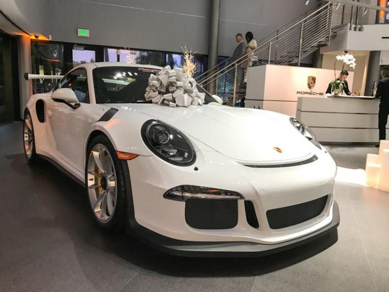 married-in-a-porsche-showroom-6