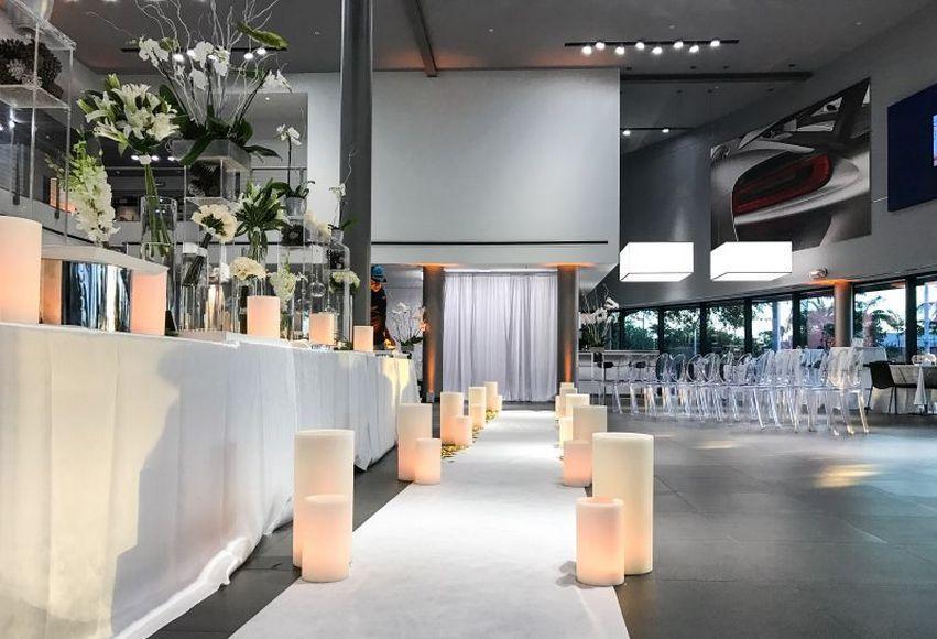 married-in-a-porsche-showroom-9