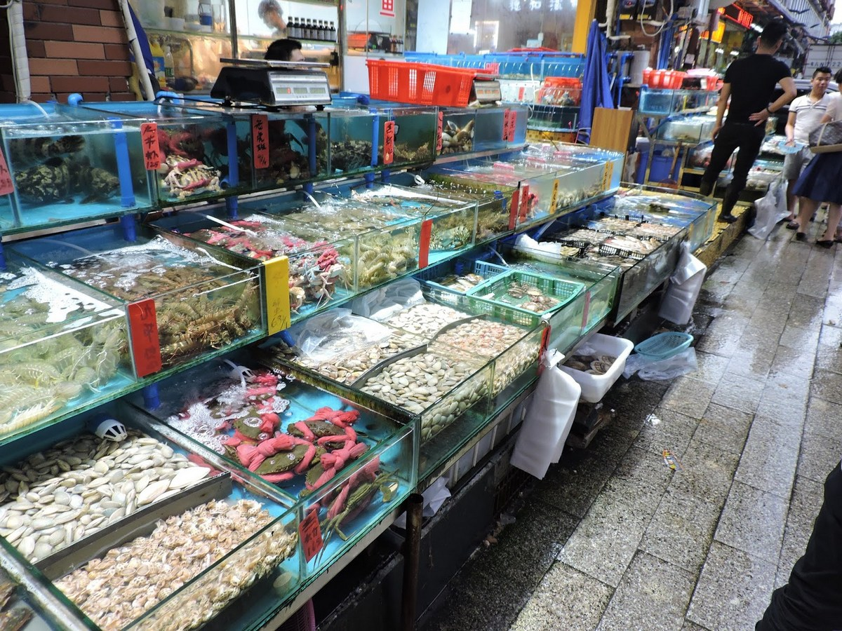 Trip guide where to stay eat shop drink and things to for Seafood fish market