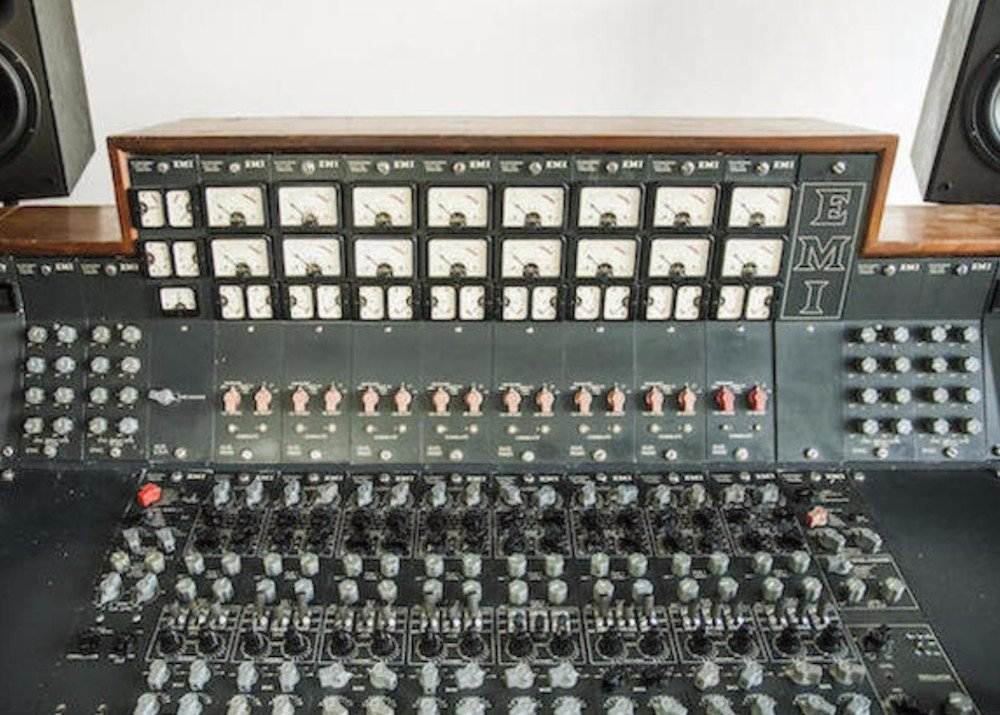 the recording console used by pink floyd for the dark side of the moon to go under the hammer. Black Bedroom Furniture Sets. Home Design Ideas