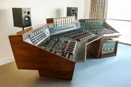 The Recording Console Used By Pink Floyd For U0027The Dark Side Of The Moonu0027 To  Go Under The Hammer