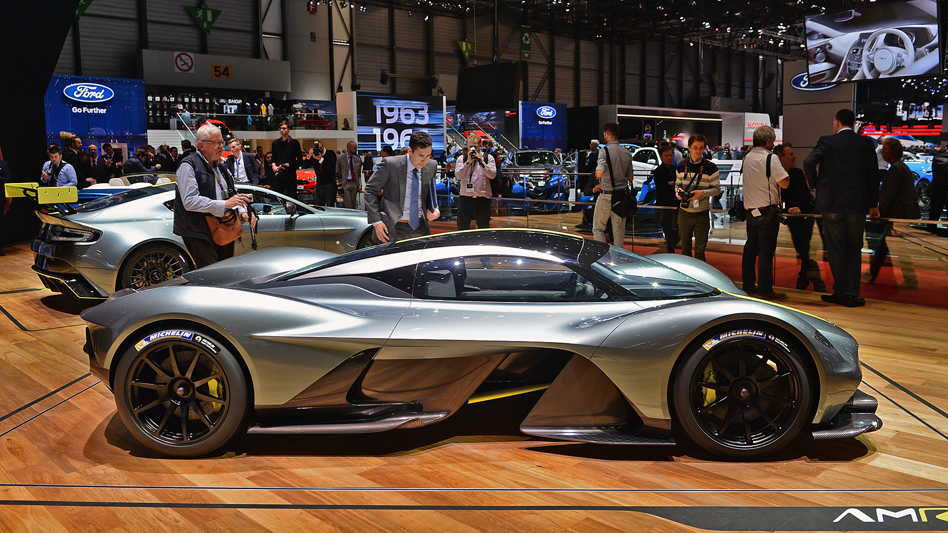 aston martin and red bull racing s insane hypercar now has a name valkyrie. Black Bedroom Furniture Sets. Home Design Ideas