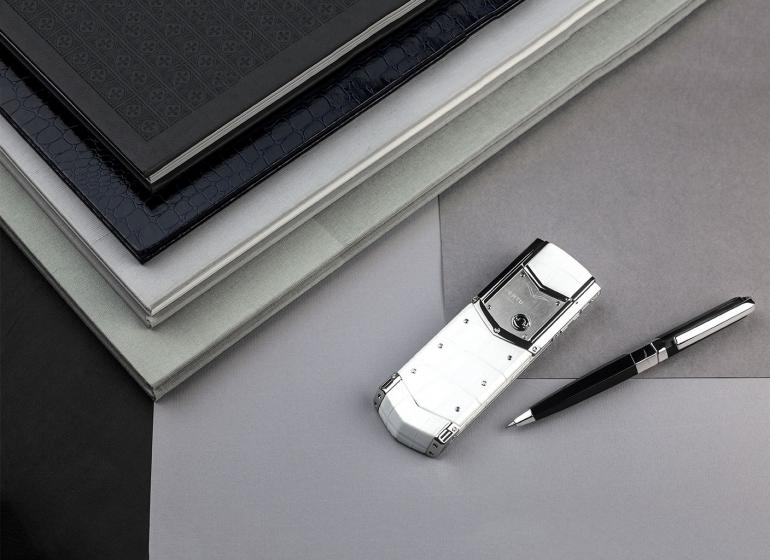 Vertu's flagship handset Signature now runs on Linux -
