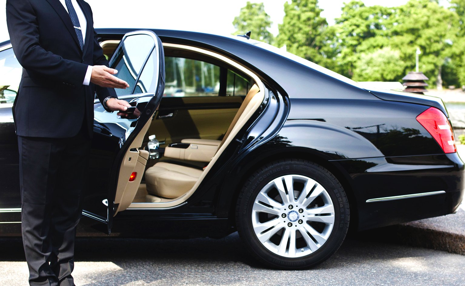 Uber Lux Cars >> Lyft Takes On Uber Black By Launching Lux Premium Black