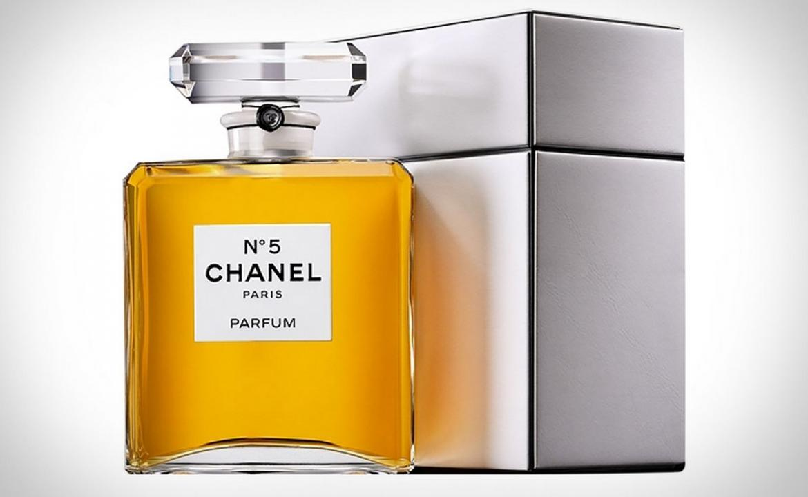 chanel no 5 parfum grand extrait a jumbo bottle of the. Black Bedroom Furniture Sets. Home Design Ideas