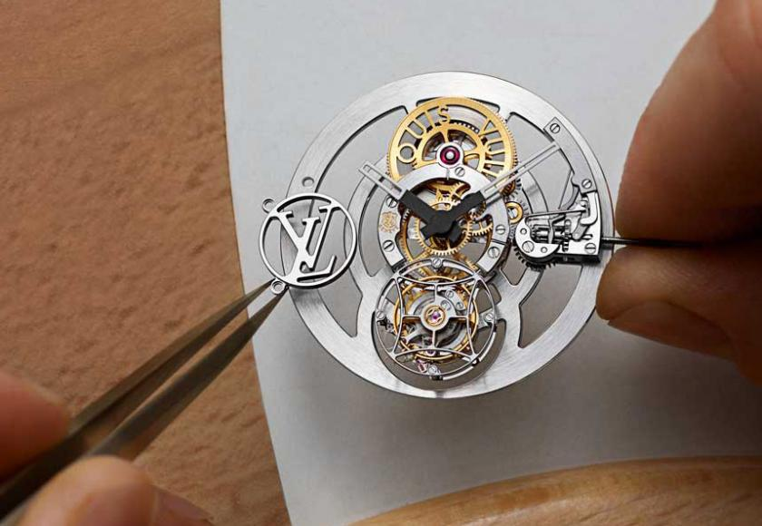 Louis-Vuitton-Tambour-Moon-Flying-Tourbillon-Poincon-De-Geneve-6