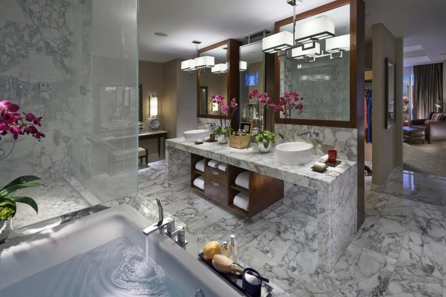Dynasty Suite Bathroom