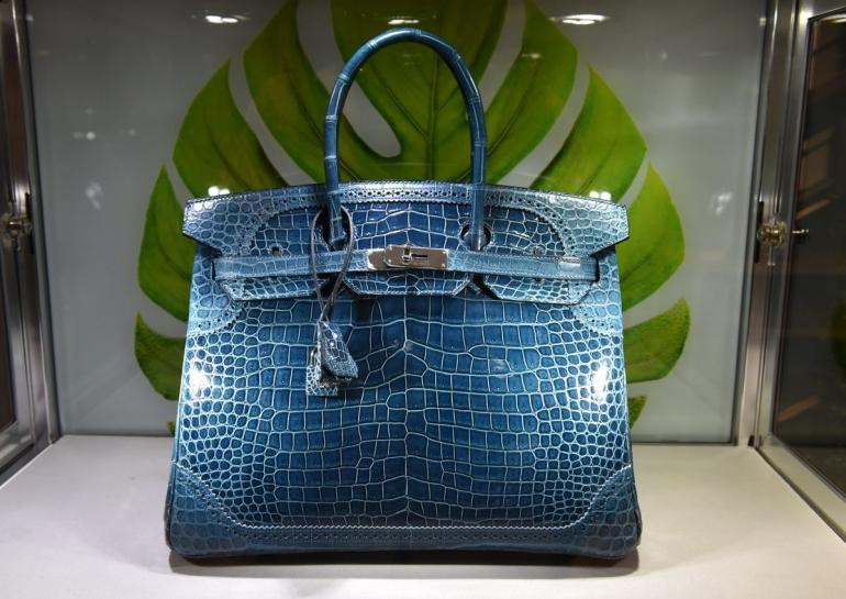 e879e356e7cd The Birkin wasn t always the Queen Bee of handbags. The bag made its debut  in the big hair and power ballad era of the  80s but it didn t really take  off .