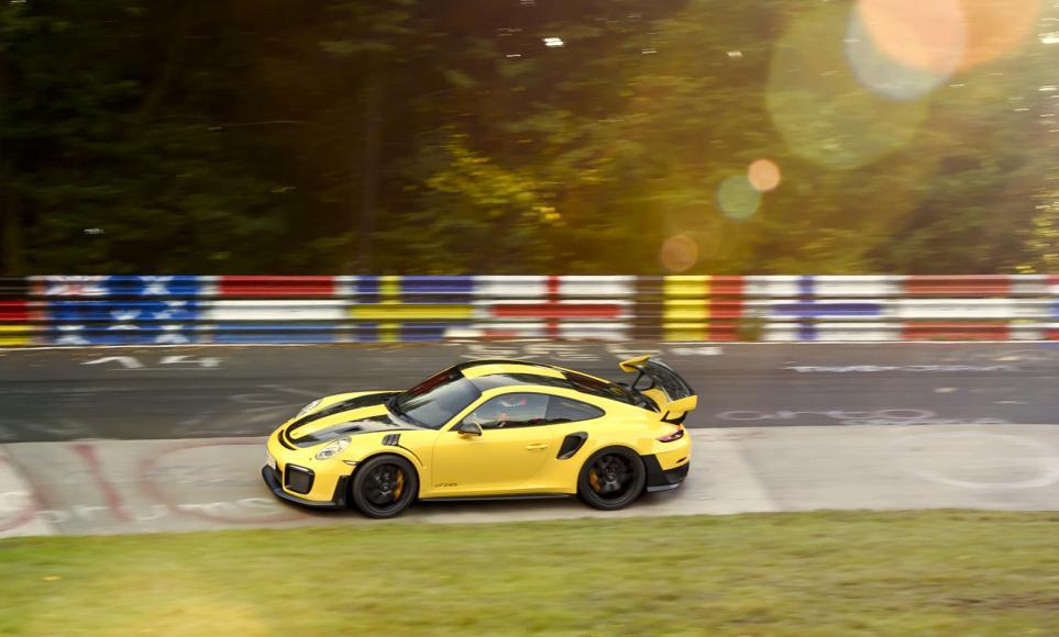 porsche 911 GT2 RS (1)