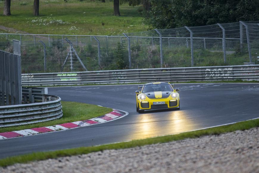 porsche 911 GT2 RS (5)