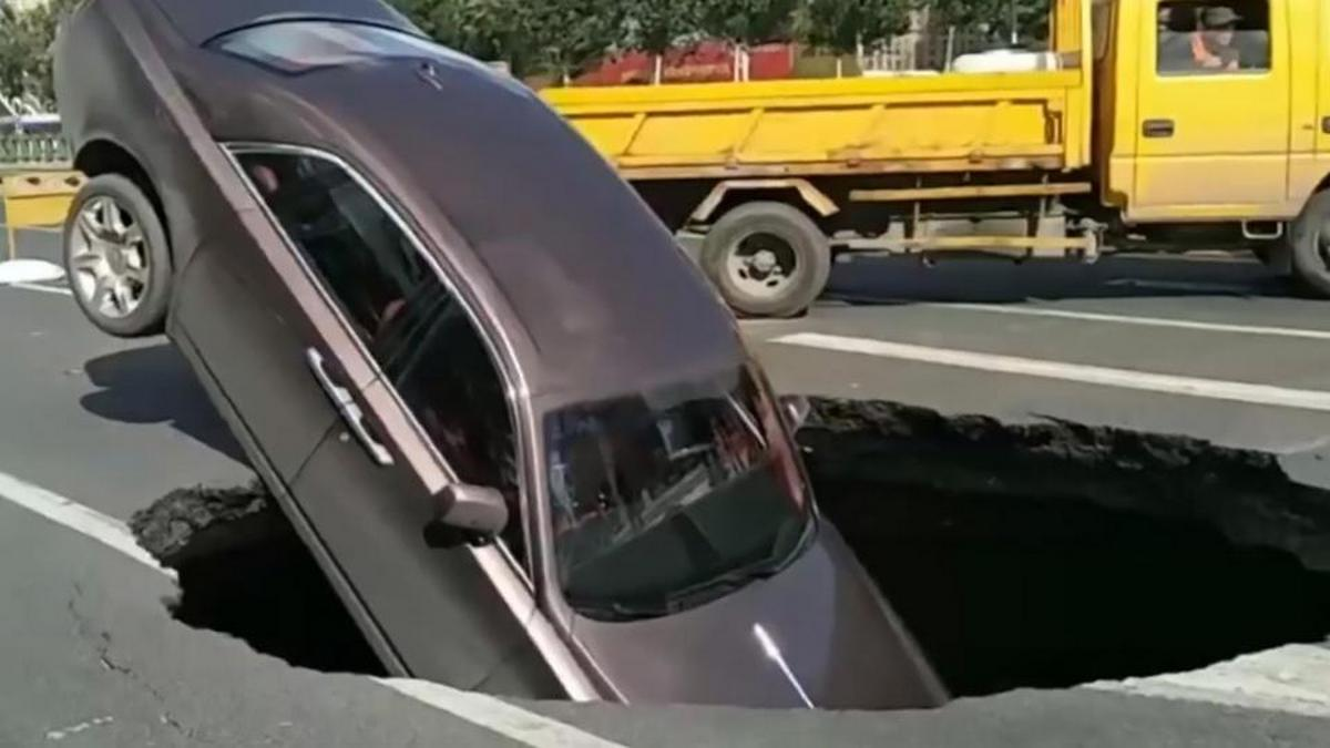 Sinkhole swallows a $560k Phantom on a busy Chinese road – Could this be the world's unluckiest Rolls Royce owner ?