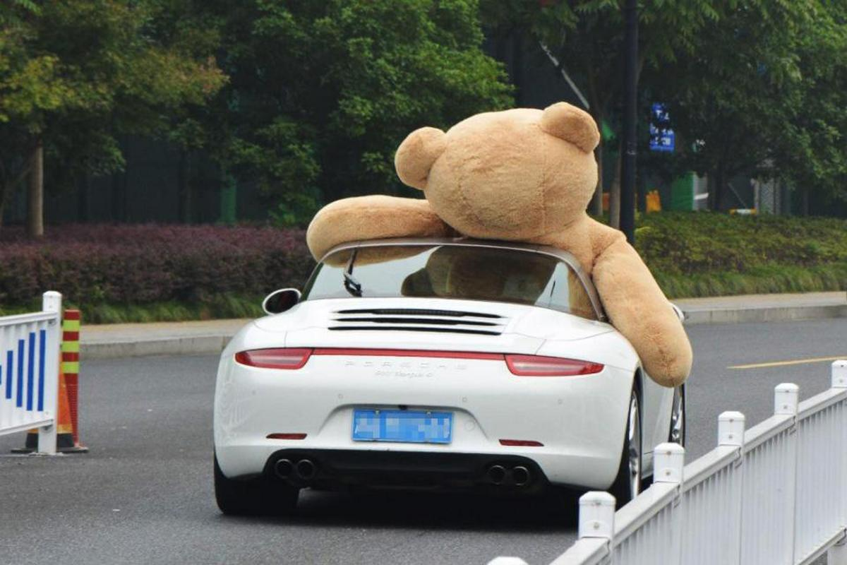 Man in China drives a $1500 teddy bear in his Porsche to impress a woman.... but alas : Luxurylaunches