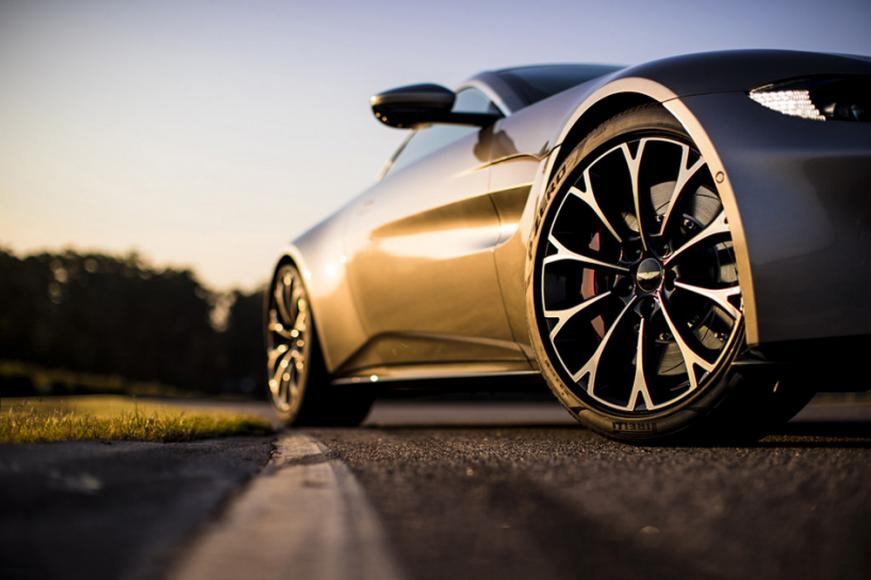 aston-martin-vantage-supercar (7)