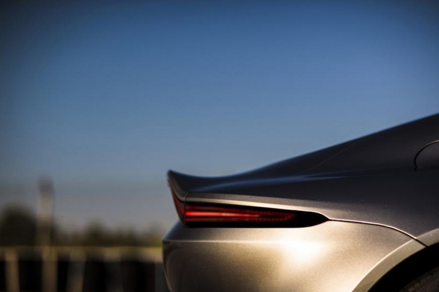 aston-martin-vantage-supercar (8)