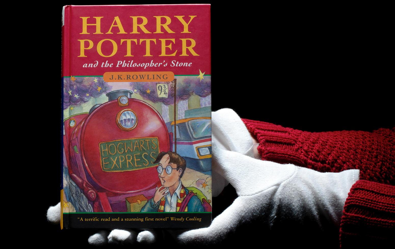 Resultado de imagem para harry potter y la piedra filosofal primera edicion Harry Potter and the Philosopher's Stone Discover 124k rare book of 'Harry Potter and the Philosopher's Stone' harry potter bonhams auction