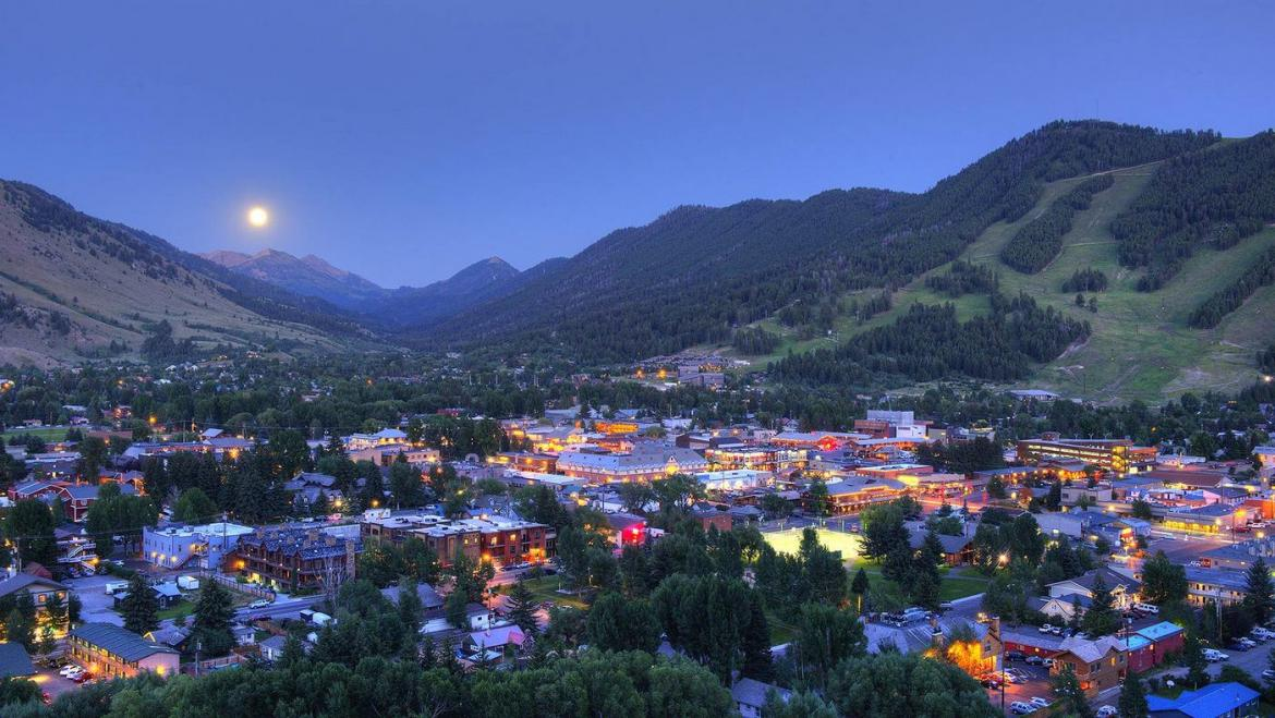 Travel archives luxurylaunches for Towns near jackson hole wyoming