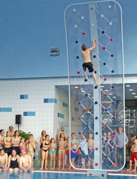 poolside-rock-climbing-wall (2)