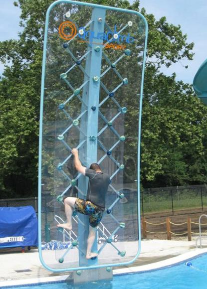 poolside-rock-climbing-wall (5)