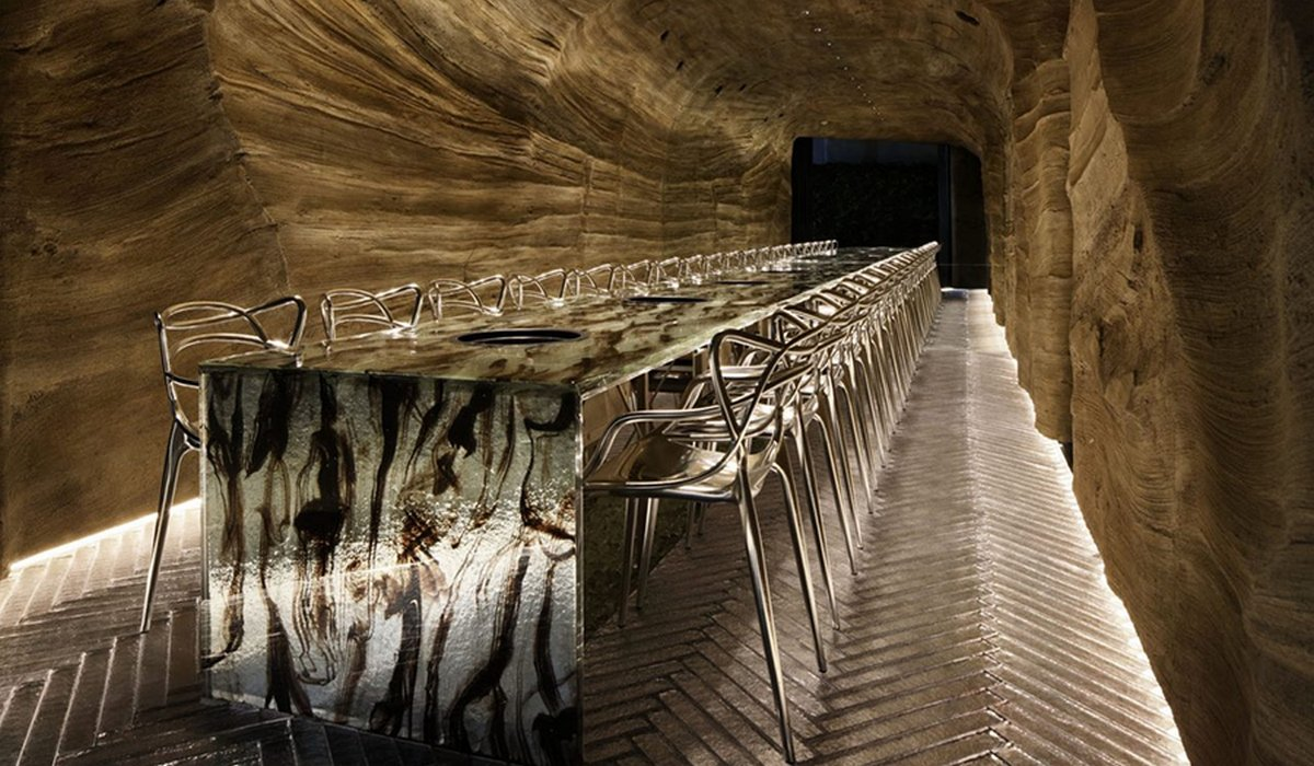 Fine dining or eating like cave-men? This Tokyo restaurant is blurring the lines between the two : Luxurylaunches