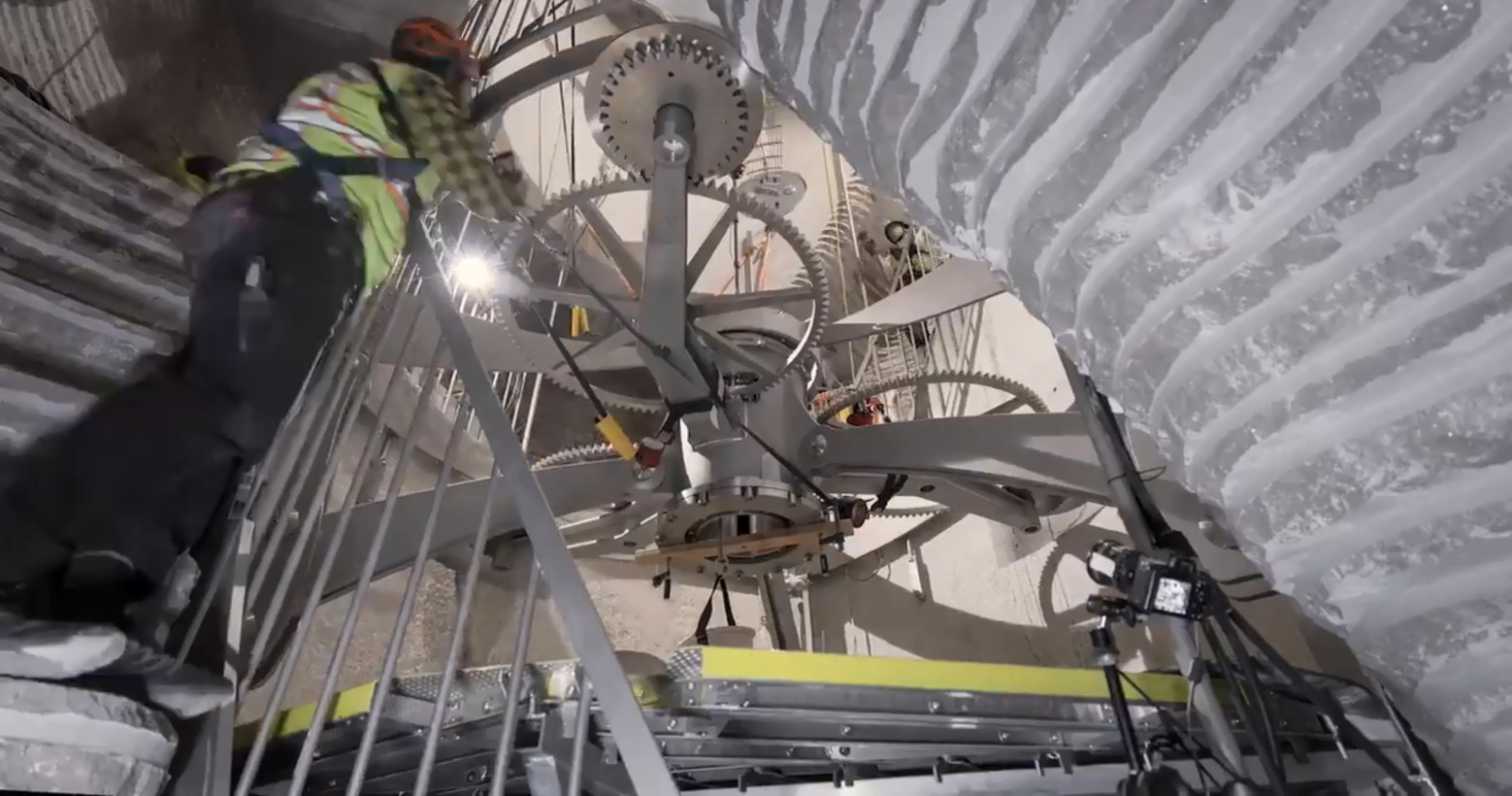 Jeff Bezos is building a $42 million giant clock that will ...