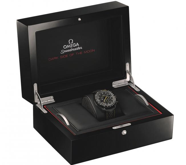 Omega-Speedmaster-Dark-Side-of-the-Moon-Apollo-8-Watch-07