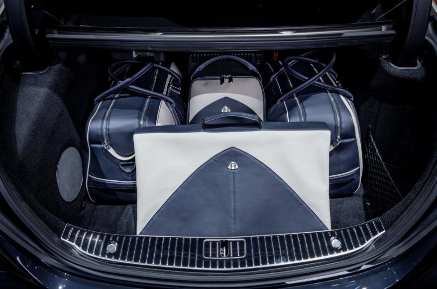 Exklusive Kollektion von MAYBACH – ICONS OF LUXURY: Farblich passende Gepäckstücke und edle Accessoires für die new-look Mercedes-Maybach S-Klasse