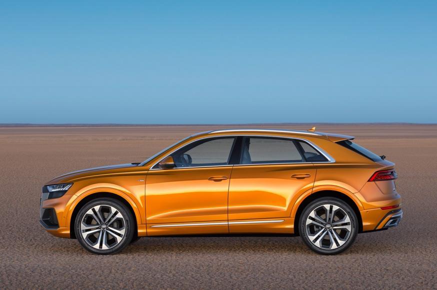 2019-Audi-Q8-side-01
