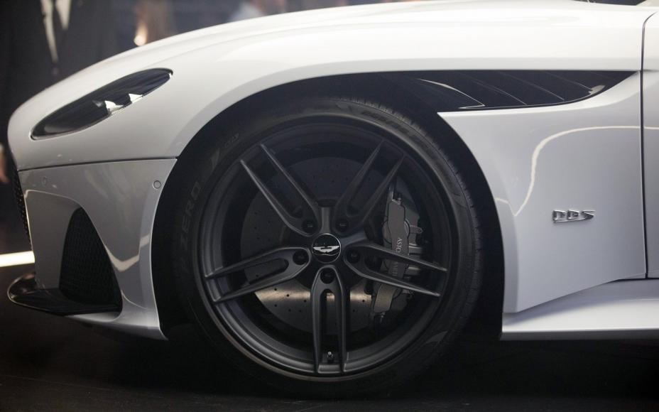 Aston Martin DBS Superleggera (5)