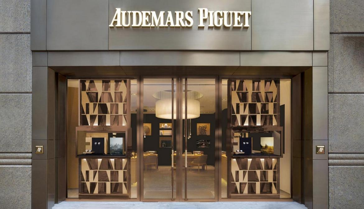 Thieves Target An Audemars Piguet Store In Paris And Rob 1 Million