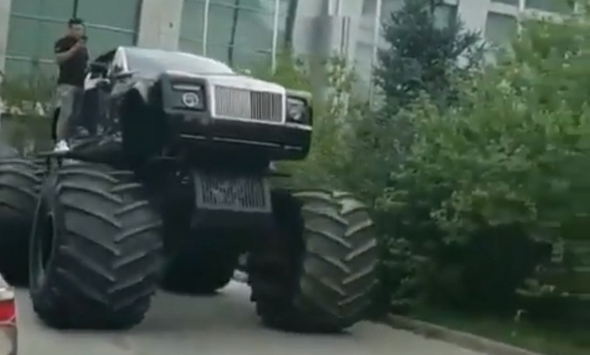 Best Car For Uber >> Someone actually converted a Rolls-Royce Phantom Drophead Coupe into a monster truck