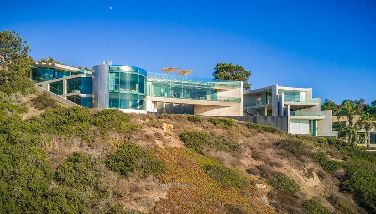 Tony Stark's actual cliffside home in California is on ...