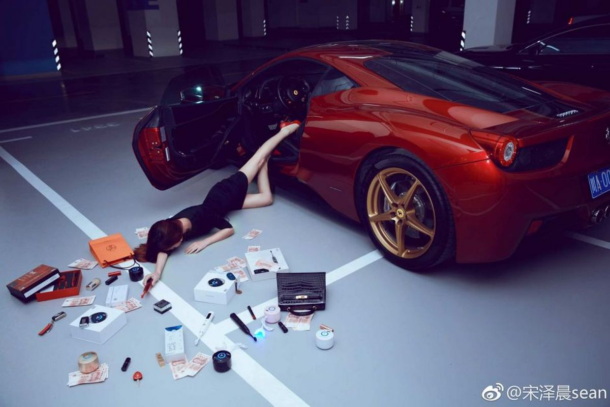 Rich Chinese are taking part in the 'Flaunt your wealth' challenge and it's just audacious