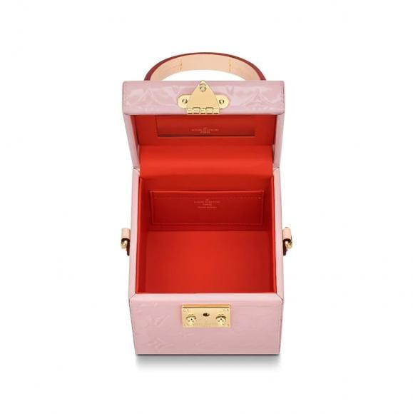 Louis-Vuitton-Bleeker-Box-Bag-Interior