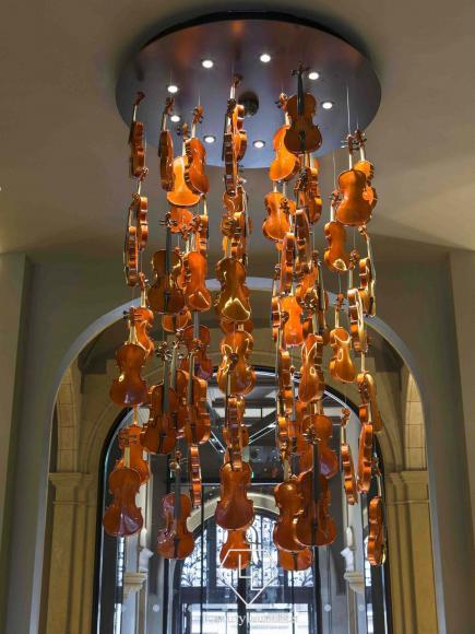 Conservatorium Hotel_Violins (1)