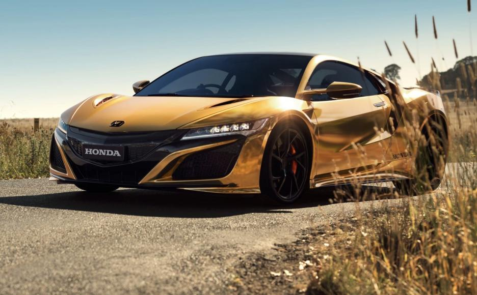 Honda wraps an NSX and Civic Type R in gold to celebrate ...