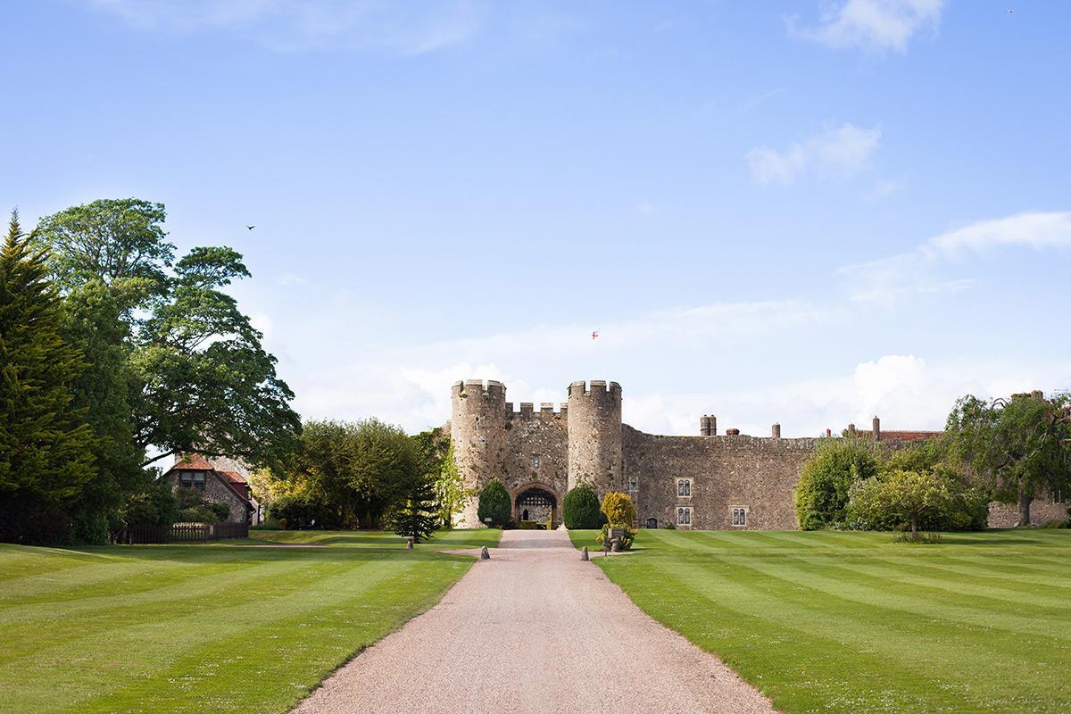 Amberley-Castle-exterior.jpg (1200×800)