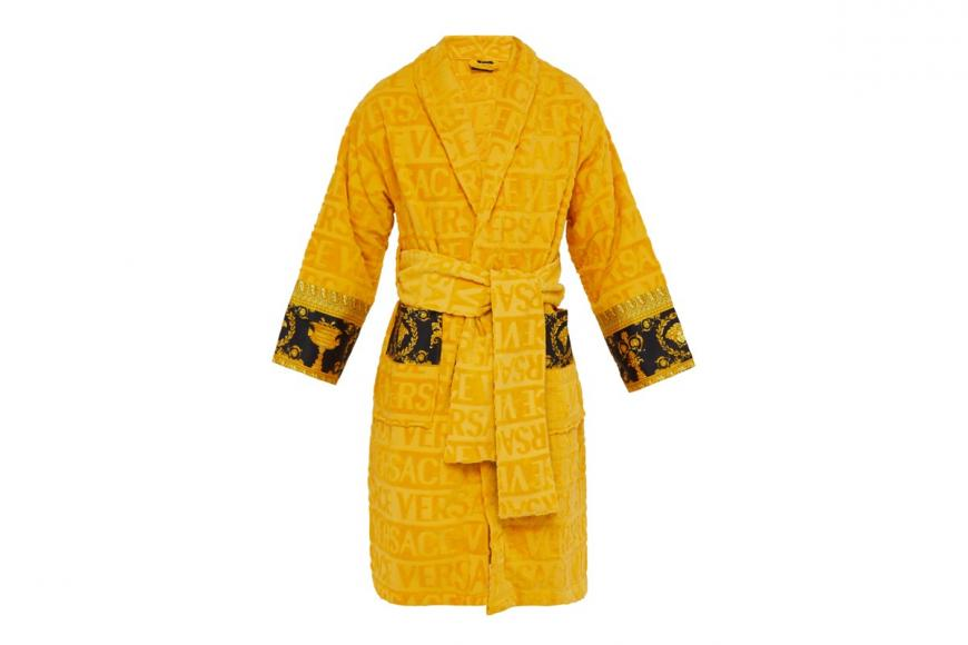 I love Baroque bathrobes by Versace (1)