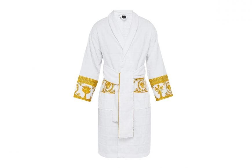 I love Baroque bathrobes by Versace (2)