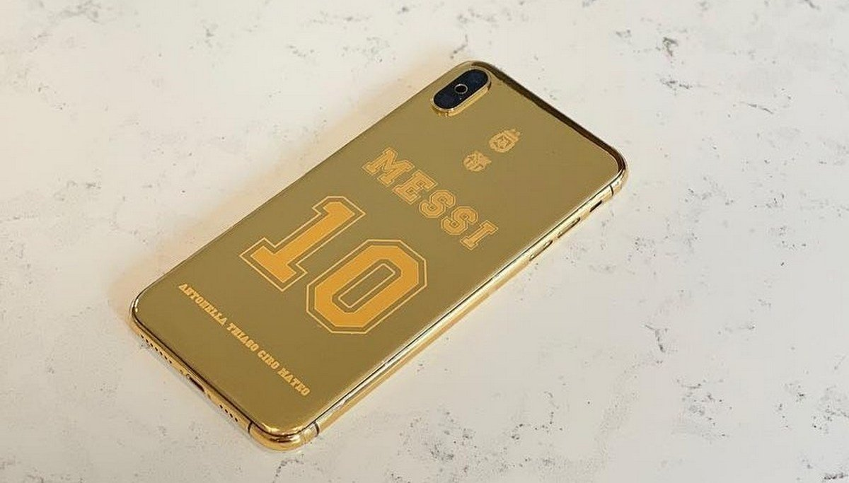 Take a look at Lionel Messi's $21,000 iPhone XS Max that is wrapped in 24k gold