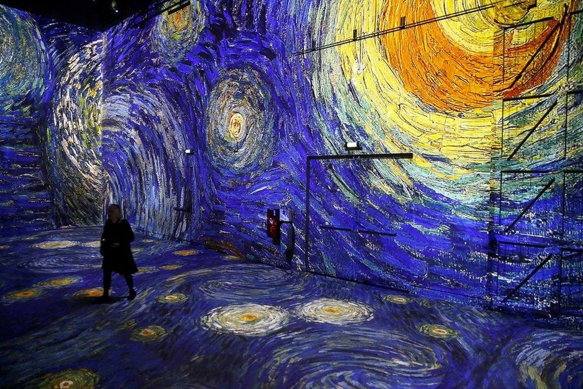 This Digital Museum In Paris Has Van Gogh Installation