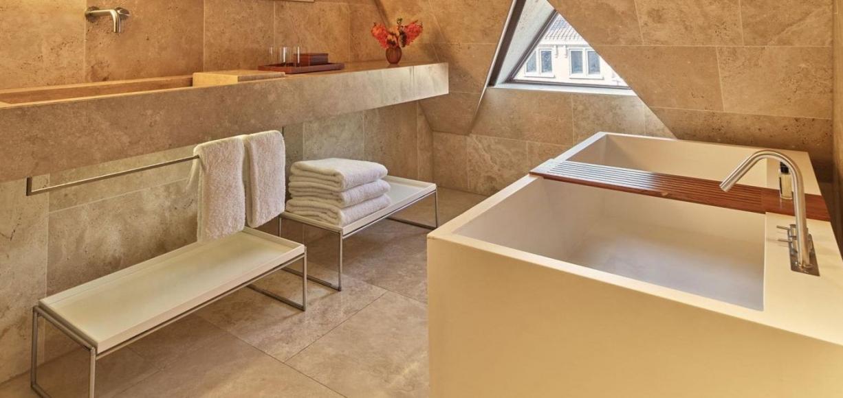 Conservatorium_Hotel_Art_Suite_By_Rembrandt--5-