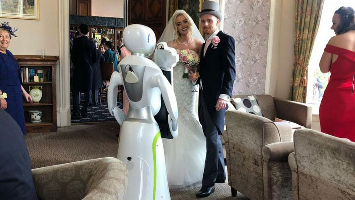 Candid photographers are passe' - A UK couple hired an actual robot to shoot their wedding day : Luxurylaunches