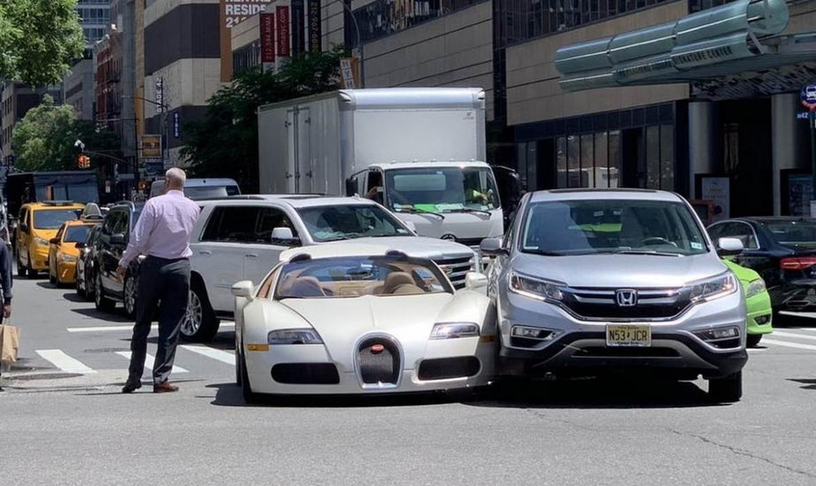 Tracy Morgan crashes $2 Million Bugatti Veyron moments after driving it off the showroom floor -
