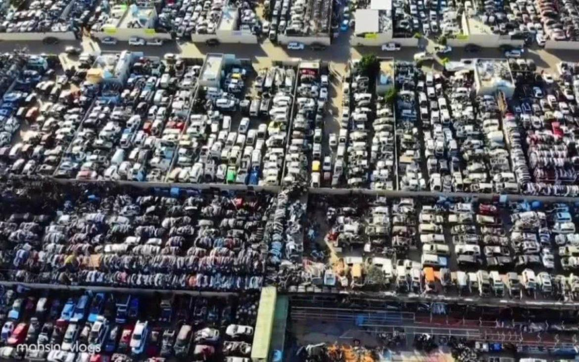 Bentleys Ferraris and Rolls Royces - Take a look at Dubai's car graveyard where thousands of luxury cars are just rotting away -