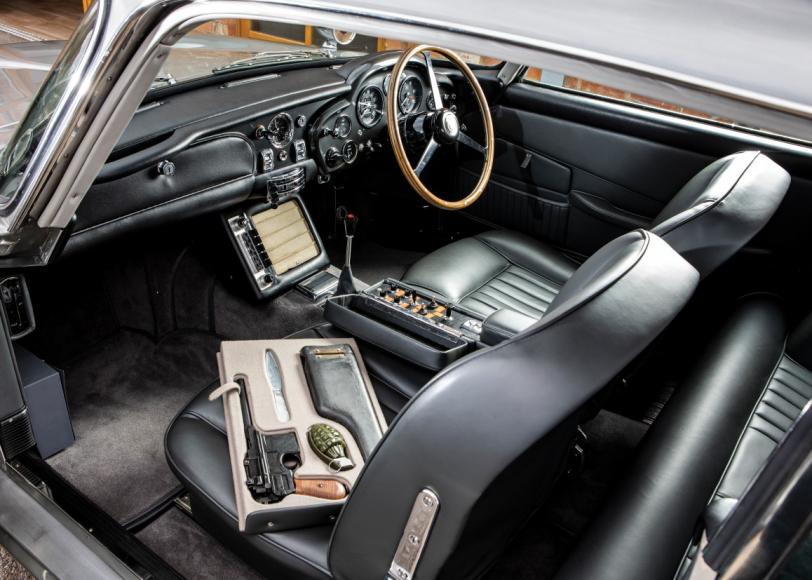 james-bonds-1965-aston-martin-db5-goldfinger-auction (4)